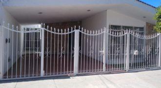 01304 SE VENDE CASA EN FRACCIONAMIENTO DEL VALLE.