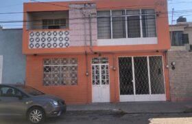 01750 SE RENTA CASA A UNA CUADRA DE AVENIDA LOPEZ MATEOS.