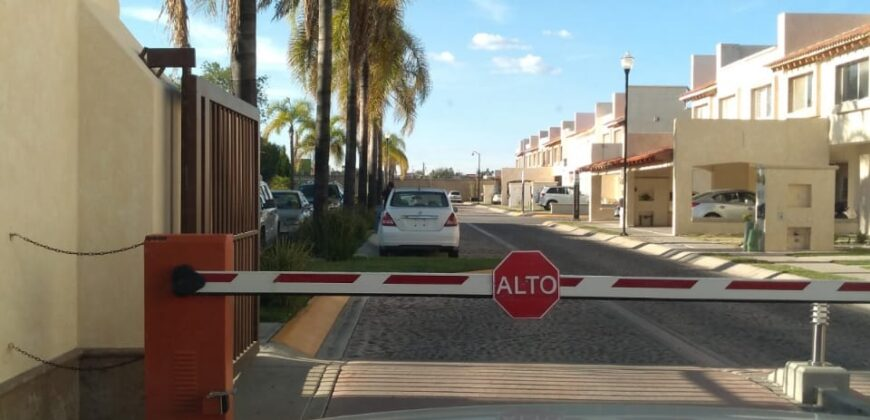 01802 SE VENDE TERRENO EN CONDOMINIO LA RIOJA, AGUASCALIENTES.
